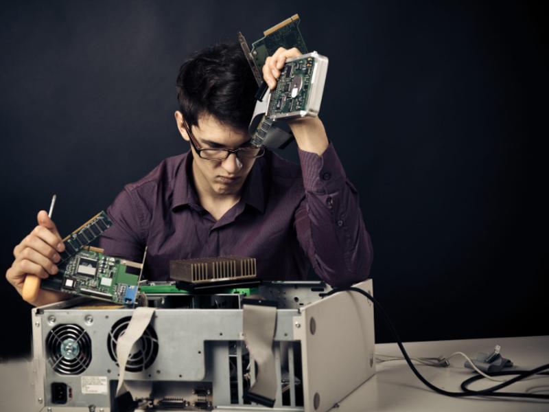 آشنایی با سخت افزار کامپیوتر-هلدیینگ آریانا